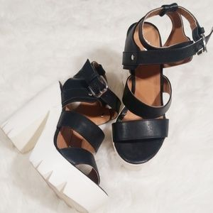 Qupid chunky platform black and white.  Size 6